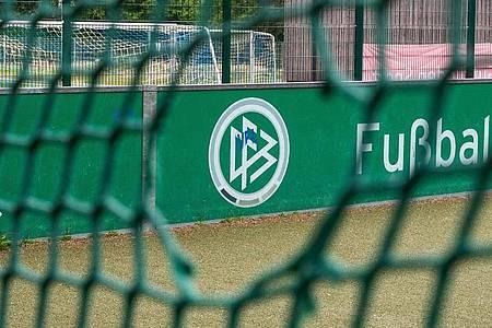Einige Drittligisten haben ihre Kritik an den Plänen des DFB erneuert. Foto: Bernd Thissen/dpa