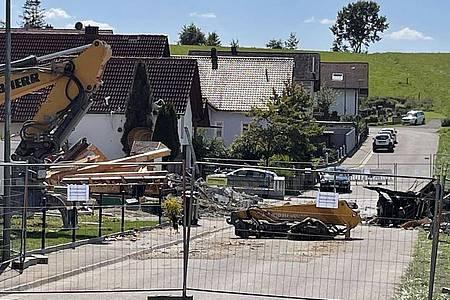 Zwischen der Explosion einer Doppelhaushälfte in Bayern am Donnerstag und einem Brand in einer leerstehenden Wohnung in Sachsen vermuten die Ermittler einen Zusammenhang. Foto: --/Vifogra/dpa