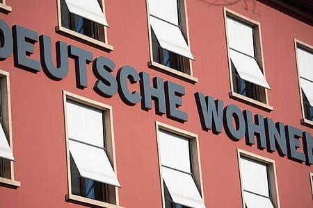 Könnte bald von Konkurrent Vonovia gekauft werden:Das Immobilienunternehmen Deutsche Wohnen. Foto: Christophe Gateau/dpa