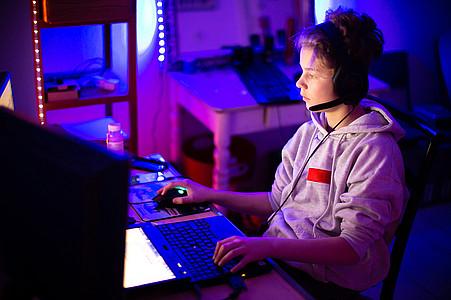 Junge Gaming
