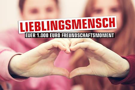 Lieblingsmensch Motiv: Zwei junge Frauen formen mit ihren Händen gemeinsam ein Herz