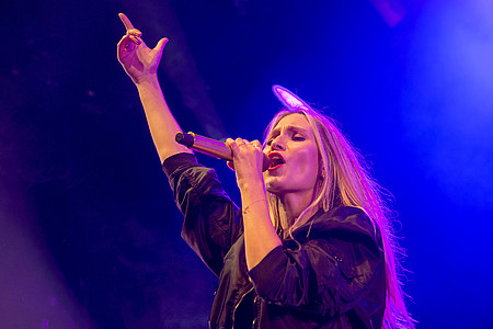Sängerin von Glasperlenspiel