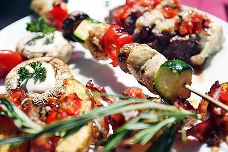 Grillspieß mit Pilzen und Zucchini