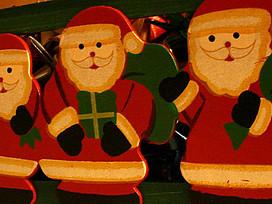 Weihnachtsmänner aus Holz