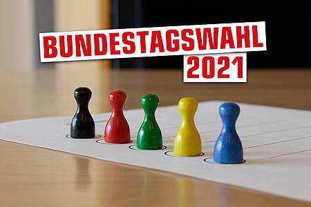 """Bunte Spielfiguren mit Schriftzug """"Bundestag"""""""