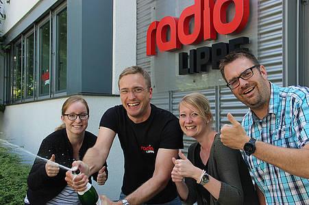 Radio Lippe Team lässt Korken knallen
