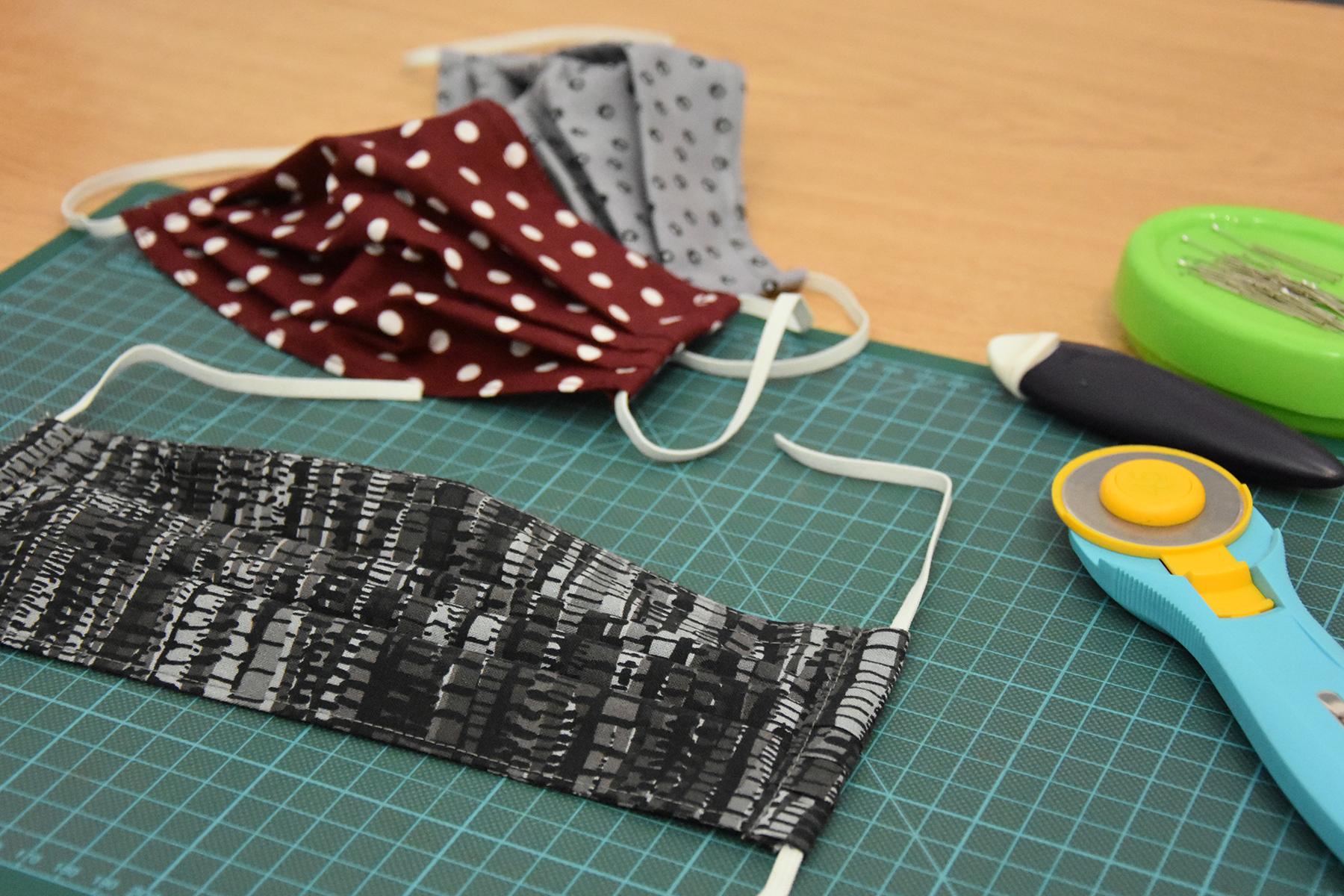 maske-mundschutz-nähen-selbstgemacht-corona-handmade-schneidunterlage-cutter-02